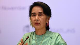 مستشارة الدولة في بورما القيادية أونغ سان سو تشي