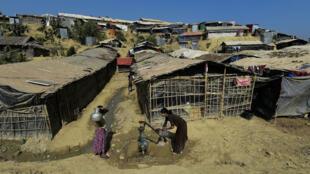 Des Rohingya dans un camp de réfugiés au Bangladesh, le 24 janvier 2018.
