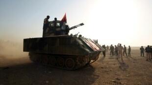 مقاتلون من قوات الحشد الشعبي يتقدمون نحو بلدة السلماني