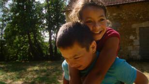 Spartacus et Cassandra sont deux enfants roms, que la providence a bien voulu aider à dépasser leur condition.