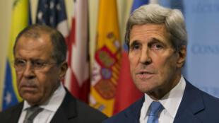 Le chef de la diplomatie américaine, John Kerry, et son homologue russe, Sergueï Lavrov, au siège des Nations unies à New York.
