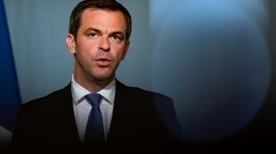 وزير الصحة الفرنسي أوليفييه فيران في قصر الإليزيه في 20 أيار/مايو 2020