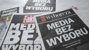 حظرت وسائل الإعلام البولندية المستقلة يوم الأربعاء الوصول إلى محتواها باتفاق مشترك احتجاجا على مشروع لفرض ضريبة على الإعلانات