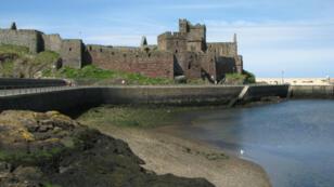 L'île de Man, coincée entre l'Irlande et le Grande-Bretagne, propose une fiscalité avantageuse.