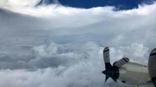 Cette photo de l'œil de l'ouragan Irma a été prise depuis un avion de l'Agence américaine d'observation océanique et atmosphérique (NOAA), mardi.