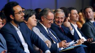 Le secrétaire d'État au numérique Mounir Mahjoubi (à gauche), le ministre de la Cohésion des territoires Richard Ferrand (centre) et l'ex-porte-parole de Macron Benjamin Griveaux (2e en partant de la droite) sont tous trois candidats LREM aux législatives.