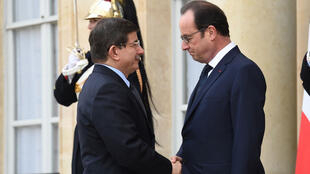 Turkish Prime Minister Ahmet Davutoglu is welcomed by French President François Hollande ahead of a march against extremism in Paris on Janaury 11, 2015
