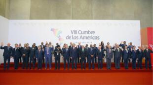 Saludo de los jefes de estado y demás líderes que participaron en la VIII Cumbre de las Américas en Lima, Perú. 14 de abril de 2018.
