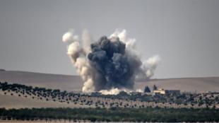 Un bombardement de l'armée turque à la frontière turco-syrienne le 24 août 2016.