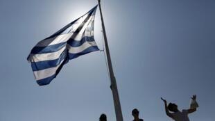 Grecia, cuya economía volvió a crecer en 2017 tras nueve años consecutivos de recesión, estaba bajo la tutela de la llamada troika formada por la Comisión Europea, el Banco Central Europeo (BCE) y el Fondo Monetario Internacional (FMI).