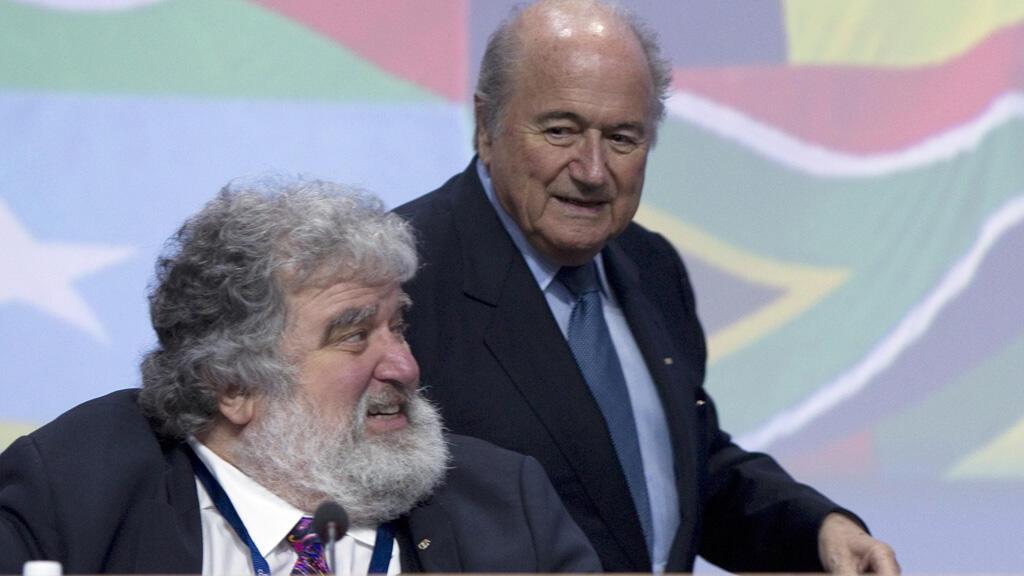 - تشاك بلايزر مسؤول سابق في الاتحاد الدولي لكرة القدم