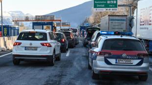 L'Allemagne a fermé sa frontière avec le Tyrol autrichien.