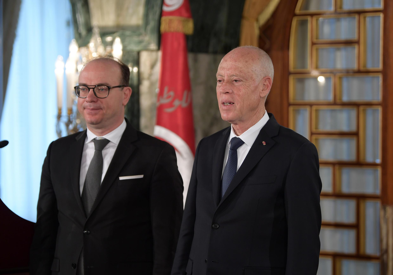 الرئيس التونسي قيس سعيد ورئيس الوزراء إلياس فخفاخ يحضران مراسم تشكيل الحكومة الجديدة في قصر قرطاج، العاصمة تونس، 27 فبراير 2020.