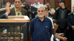 Muslim Brotherhood leader Mohamed Badie (C) stands in front of the judges during his trial in the capital Cairo on May 18, 2014