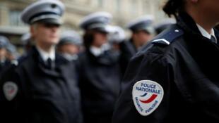 Oficiales de policía durante una ceremonia en la prefectura de París, Francia. 20 de diciembre de 2018.