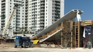 انهيار جسر مشاة فوق طريق سريع في ميامي بولاية فلوريدا الخميس 15 آذار/مارس 2018