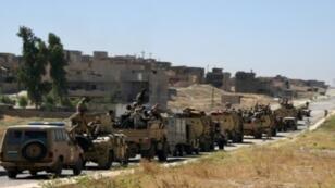 القوات العراقية الحكومية على طريق مؤد الى تلعفر في 9 حزيران/يونيو 2017