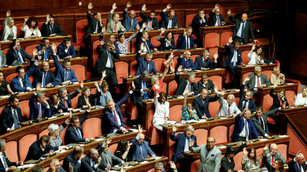 Los senadores se reúnen para fijar la fecha para una moción de censura al primer ministro, Giuseppe Conte. Roma, Italia, 13 de agosto de 2019.