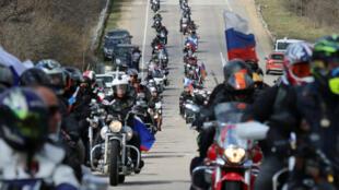Des motards nationalistes russes ont rallié samedi 16 et dimanche 17 mars les deux principales villes de Crimée, Simféropol et Sébastopol.