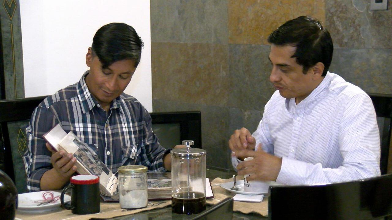 Efraín Soria y Javier Benalcázar, durante una entrevista con France 24, en mayo de 2019, sobre su lucha por el matrimonio igualitario en Ecuador