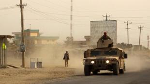 Des soldats afghans qui mènent une contre-offensive à Kunduz, le 28 septembre 2015, pour reprendre la ville aux mains des Taliban.