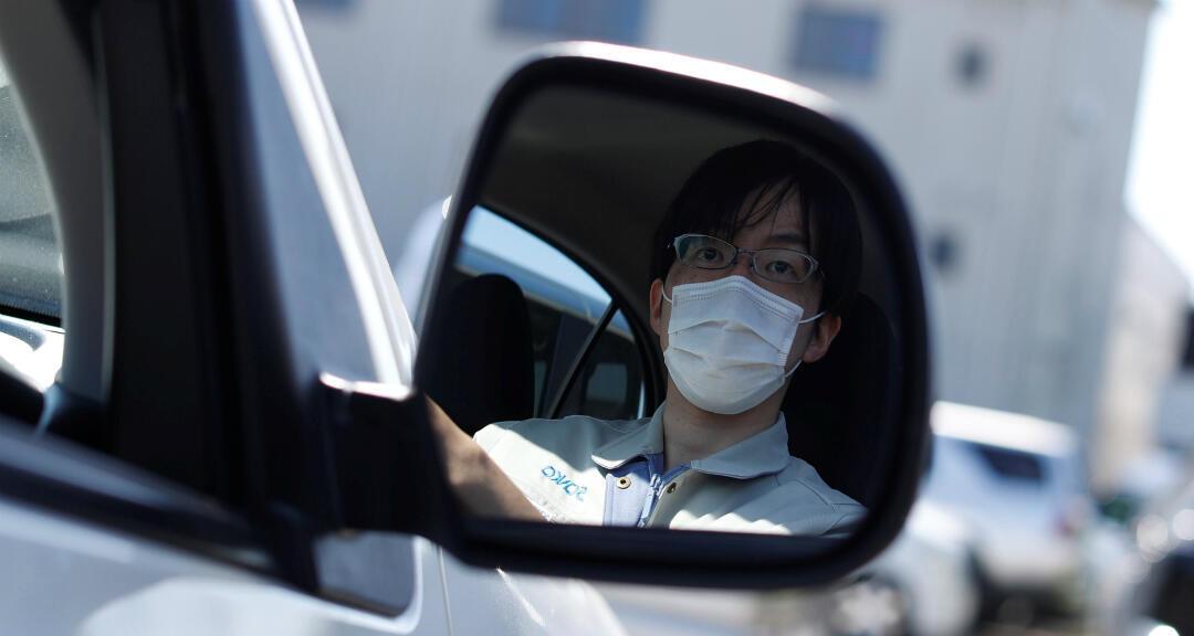 Archivo: un conductor en Saitama, al norte de Tokio, Japón, el 8 de mayo de 2020.