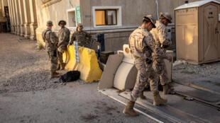 Soldados iraquíes y estadounidendes