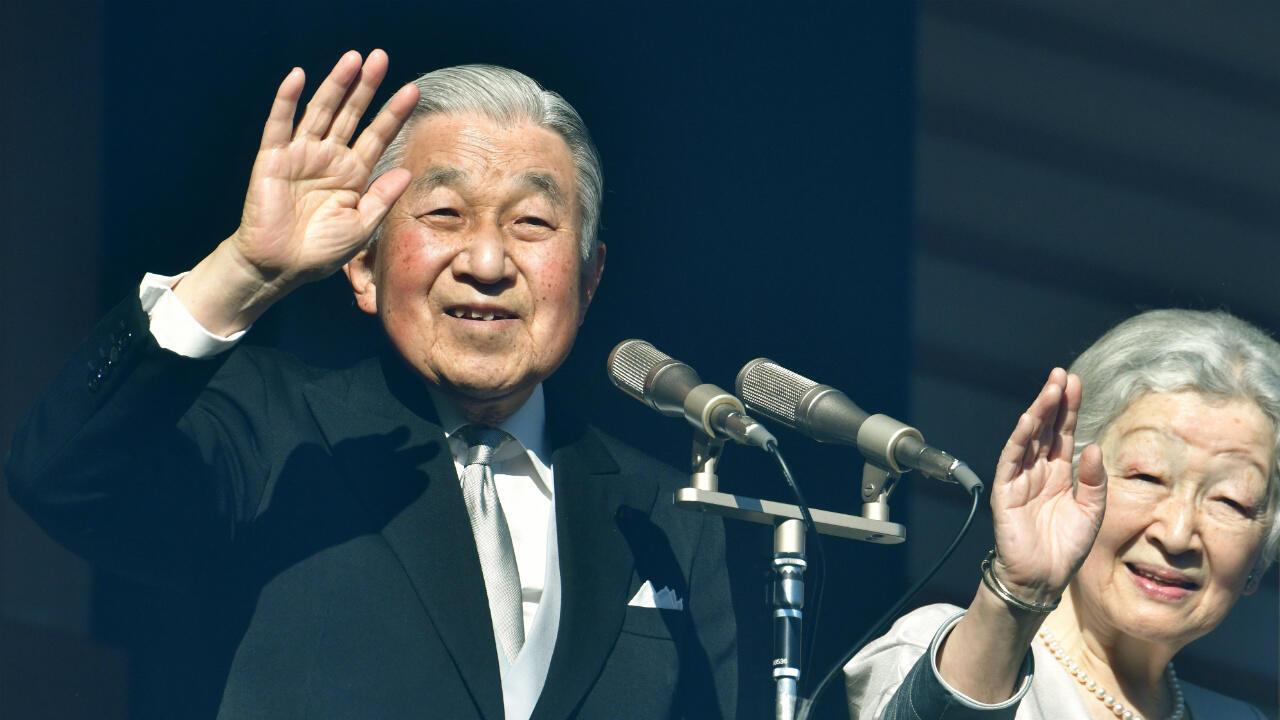 L'empereur japonais Akihito et son épouse Michiko, le 2 janvier 2019, sur le balcon du Palais impérial de Tokyo.