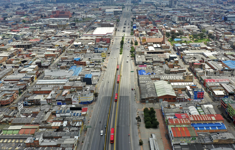 Las calles de la capital colombiana, Bogotá, estaban vacías el primer día de cierre para evitar la propagación del virus Covid-19.