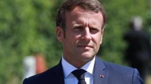 Emmanuel Macron lors d'une visite à Calais, le 26 mai 2020.