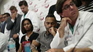 Angel Colon, survivant de la tuerie d'Orlando, lors d'une conférence de presse le 14 juin 2016, à l'hôpital d'Orlando.
