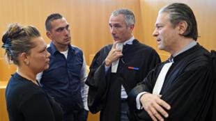 Les avocats des accusés Carmen et Mike Gorgan (à gauche) au tribunal de Marseille, le 7 avril 2015.