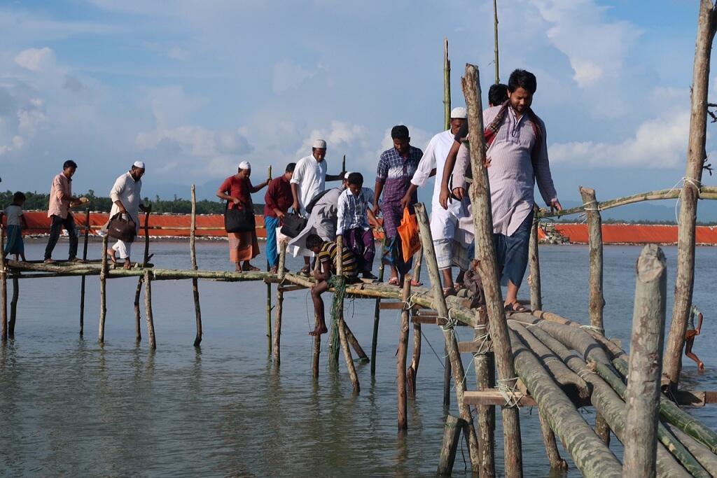 جسر من القصب للعبور نحو اليابسة