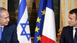 Le chef du gouvernement israélien Benjamin Netanyahou et le président français Emmanuel Macron, lors d'une conférence de presse commune à l'Élysée le 10 décembre 2017.