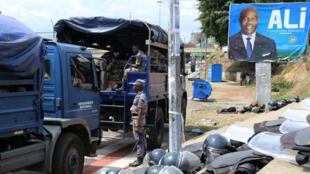 Un dispositif policier et militaire très important était déployé dans le centre de la capitale en prévision de l'annonce des résultats.