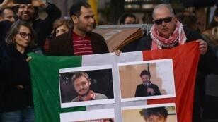 Des manifestants affichant des photos de Giulio Regeni, le 25 février 2016, devant l'ambassade d'Égypte à Rome.