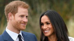 El príncipe Harry y su prometida Meghan Markle en el Palacio de Kensington.