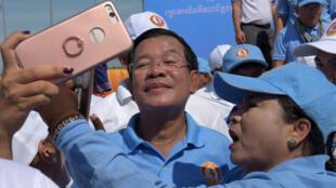 Le Premier ministre cambodgien Hun Sen devant ses partisans, le 2 juin 2017.