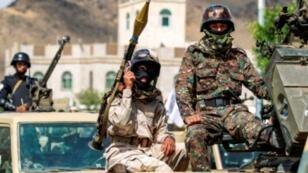 مقاتلون حوثيون على متن عربات في استعراض عسكري في صنعاء في 16 تشرين الأول/اكتوبر 2018.