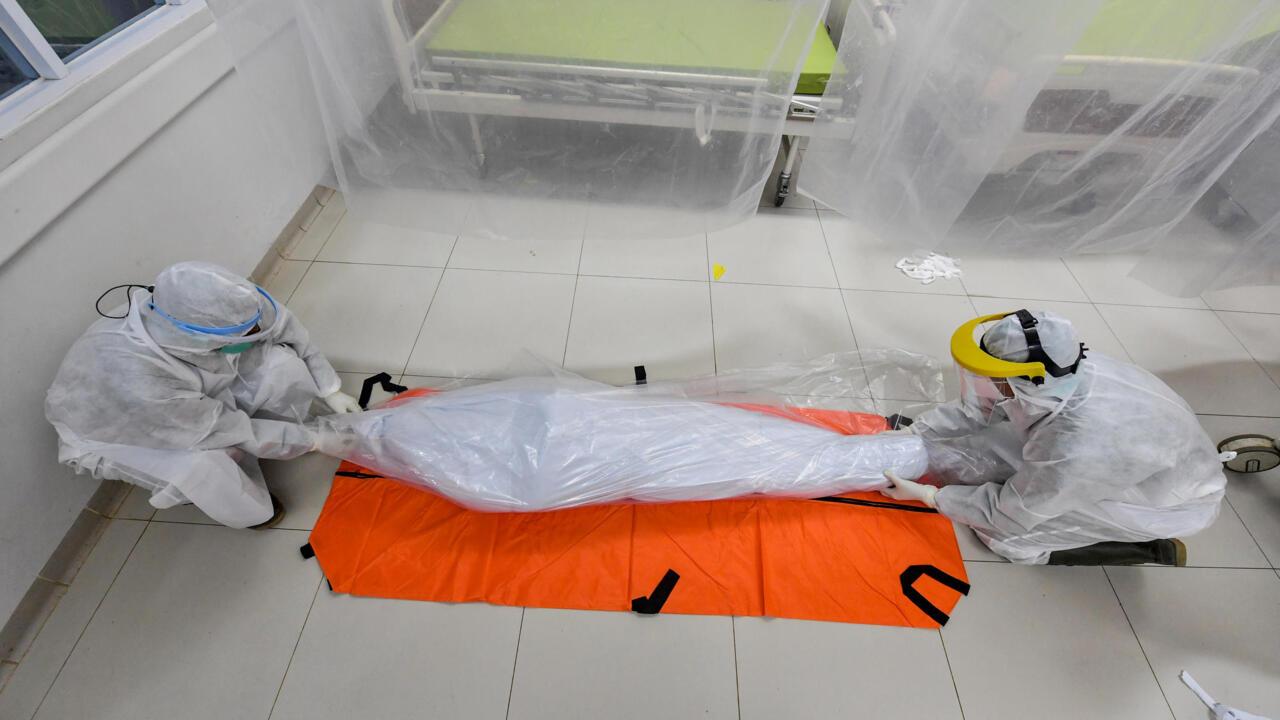 سريلانكا تؤكد مواصلة إحراق جثامين كل المتوفين بفيروس كورونا وسط معارضة المسلمين