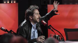 Edouard Baer lors d'une émission de radio, le 4 mars 2020, au siège parisien de RTL