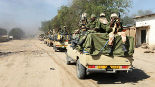 Des soldats tchadiens patrouillent à Gambaru, à la frontière nigériane le 4 février 2015.