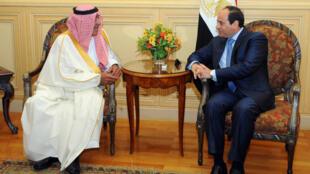 Le président égyptien Abdel Fattah al-Sissi et le prince héritier saoudien Moqren ben Abdelaziz al-Saoud, vendredi 13 mars 2015.