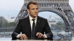Emmanuel Macron face aux journalistes Edwy Plenel (Mediapart) et Jean-Jacques Bourdin (BFM), en direct du Palais Chaillot.