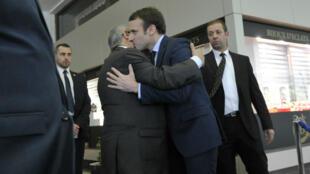 Emmanuel Macron et le ministre algérien des Affaires étrangères, Ramtane Lamamra, lundi 13 février 2017, après leur rencontre à Alger.