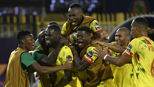 لاعبو بنين يحتفلون بفوزهم على المنتخب المغربي ووصولهم لربع النهائي 5 يوليو/تموز 2019.