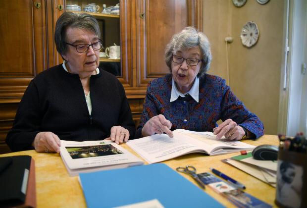 Jacqueline Ruckebusch-Beghin et Marguerite-Marie Beghin, dont le père fut massacré à Ascq par les SS en 1944.