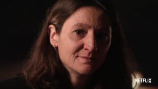"""Le visage d'une victime des attentats du 13-Novembre dans le documentaire """"Fluctuat Nec Mergitur"""" de Jules et Gédéon Naudet, sur Netflix."""