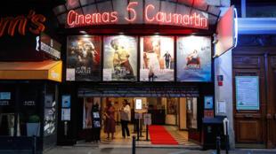 La façade du cinéma 5 Caumartin à Paris le 21 juin 2020