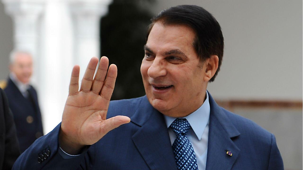 El presidente tunecino Zine El-Abidine Ben Ali en el aeropuerto de Túnez-Cartago el 22 de diciembre de 2010.